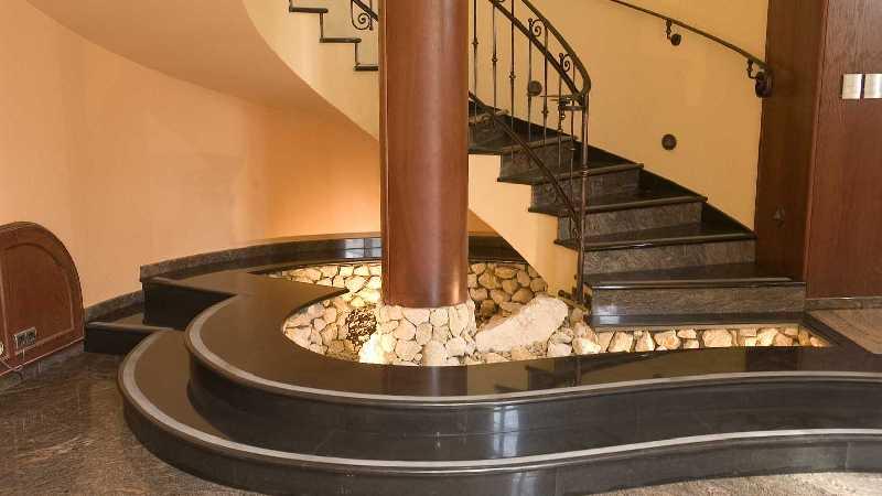 Lépcsők, burkolatok, díszkorlátok